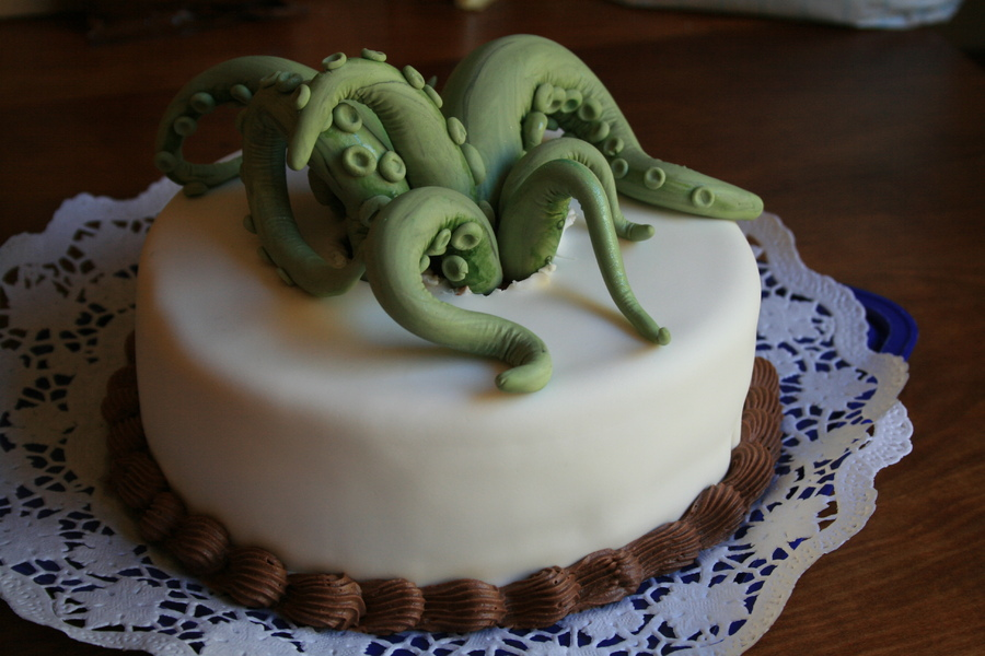 Enjoyable Geek Cake Friday 13 Lovecraftian Cthulhu Cakes Kitchen Overlord Personalised Birthday Cards Veneteletsinfo