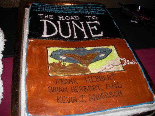 Sandworm 00 Dune Cake via WCNews
