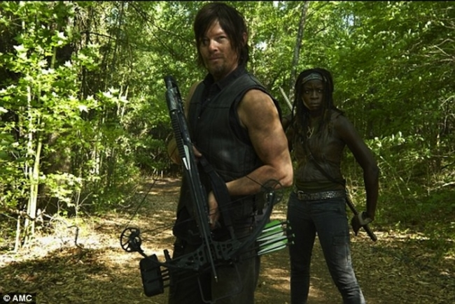 daryl-dixon-and-bow